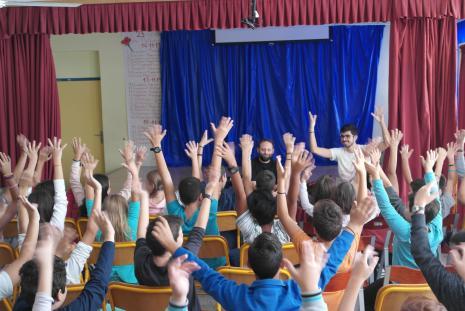 Όλα τα παιδιά χειροκροτούν στην νοηματική